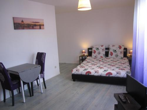 A bed or beds in a room at 1 Room Apartment Toulouse Blagnac