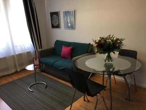A seating area at Brussels City Center Apartments