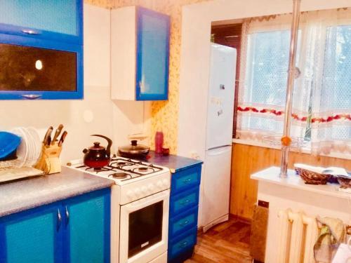 A kitchen or kitchenette at квартира в центре Сочи