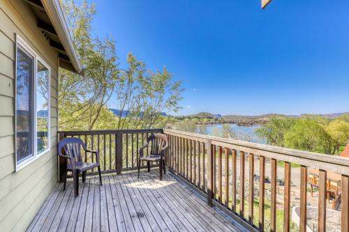 A balcony or terrace at Lakeview Villa #507
