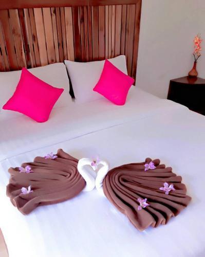 Baan Chan Kaew tesisinde bir odada yatak veya yataklar