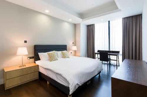 A bed or beds in a room at KL Central Luxury Apartment by GuestReady