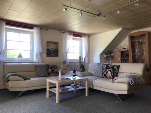 Ein Sitzbereich in der Unterkunft Ferienwohnung mit großem Balkon in Bömitz