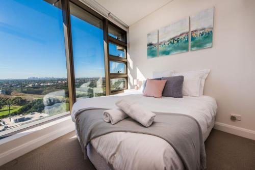 Ein Bett oder Betten in einem Zimmer der Unterkunft Australia Tower - Olympic Park Green
