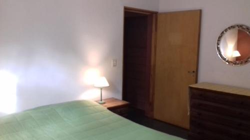 Una cama o camas en una habitación de Cabaña Quillahue