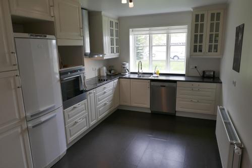 A kitchen or kitchenette at Gamli Skólinn Húsavík