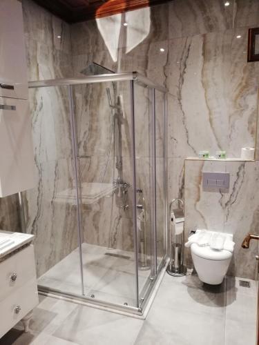Ванная комната в White Garden Hotel