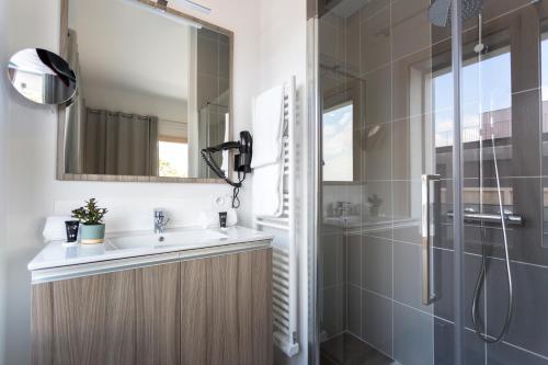 Néméa Appart Hotel Résidence So Cloud tesisinde bir banyo
