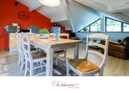 Restaurant ou autre lieu de restauration dans l'établissement La Safranière