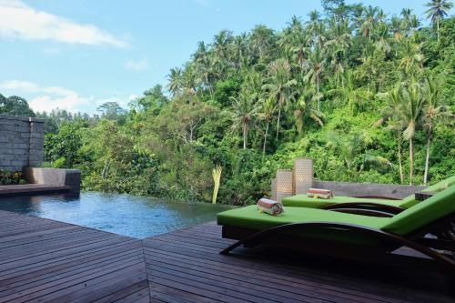 The swimming pool at or close to Udhiana Resort Ubud