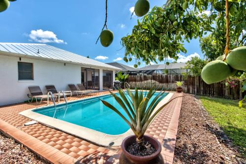 The swimming pool at or close to Avanti Vacation Rental