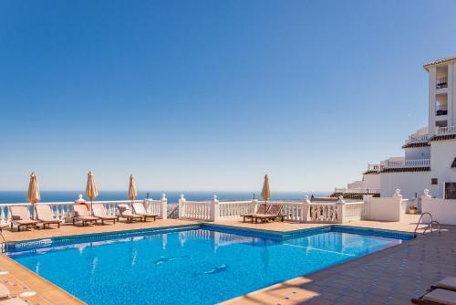 The swimming pool at or close to Macdonald La Ermita Resort