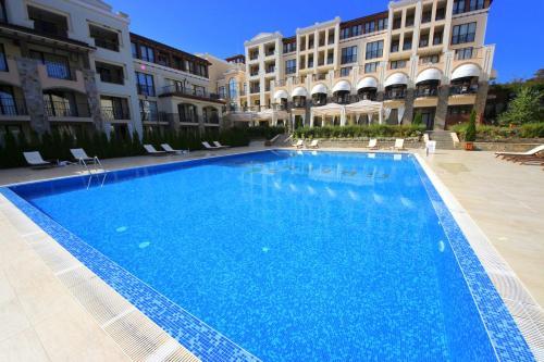 The swimming pool at or near Menada Kavaci Sozopol Apartments