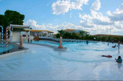 The swimming pool at or near Park L'acqua di roma - Cozinha completa