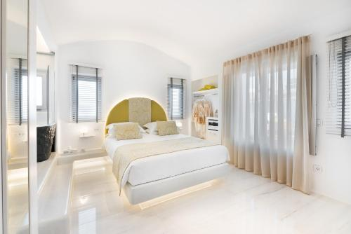 A bed or beds in a room at Emfasis Villa