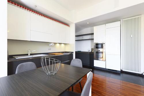A kitchen or kitchenette at Lovely Navigli