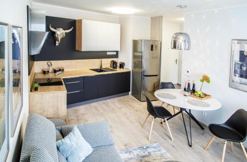 Kuchyňa alebo kuchynka v ubytovaní The Town Hall Residence -Welcome Home Apartment -free parking -A/C