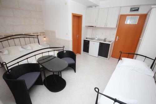 Kuhinja ili čajna kuhinja u objektu Apartmani Šulenta
