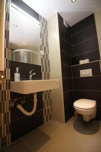 Kupatilo u objektu Apartments Deki