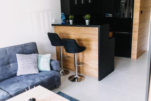 A seating area at Hypnotize Apartment