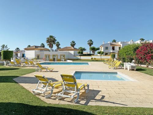 Piscine de l'établissement Sunny Terrace Apt - Private Condo, Pool, Garden, Bikes & Netflix ou située à proximité