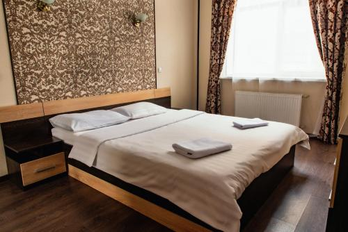 A bed or beds in a room at Apartment on Kreizera Street