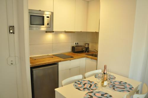 A kitchen or kitchenette at Comfortable beach apartment with charming sea view