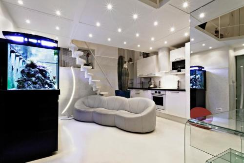 A seating area at Stylish,luxury duplex Paris city center