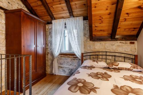 A bed or beds in a room at Villa Saint Lucas