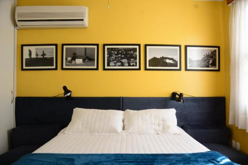 A bed or beds in a room at Apartamento Kami
