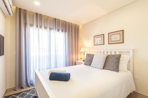 A bed or beds in a room at Panoramic Eiffel Apartment - Minho's Guest