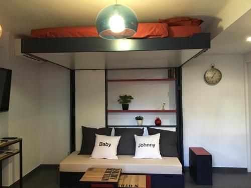 A bed or beds in a room at Studio 33