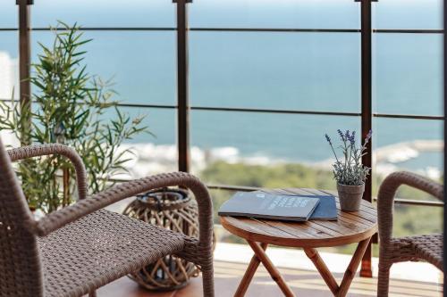 A balcony or terrace at Sea & Sky apartments