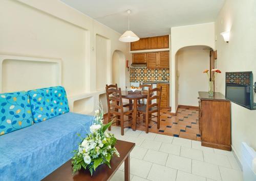Uma área de estar em Cheerfulway Ouranova Apartamentos