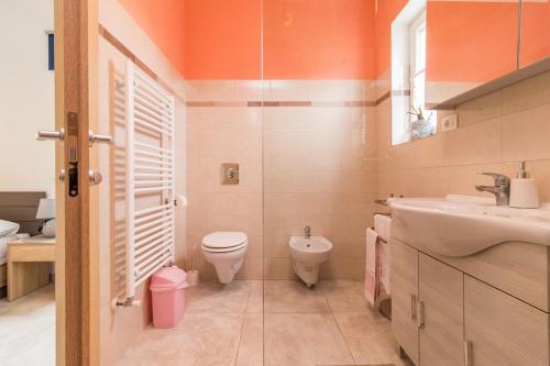 Bilik mandi di Villa May
