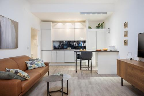 A kitchen or kitchenette at G2 Premium Apartment