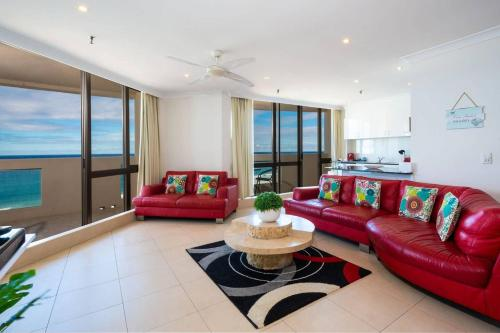 A seating area at 3 Bedroom Apartment - Panoramic Ocean Views