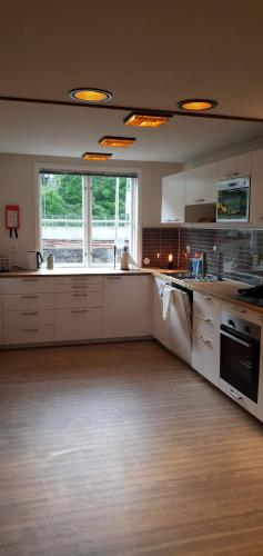 A kitchen or kitchenette at Voss Apartments - Vangsgata 42