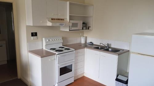 A kitchen or kitchenette at Chasely Apartment Hotel