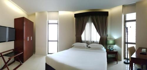 A bed or beds in a room at Villa Misk Suites