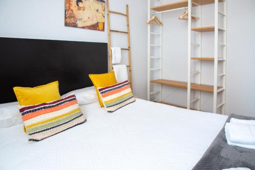 A bed or beds in a room at Aresti Old Town by Bilbao Living