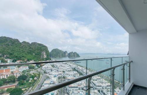 Wonderland at Ha Long Bay in Vietnam - Private apartment with beach view