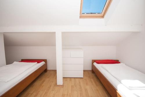 Säng eller sängar i ett rum på Apartments Villa Linne