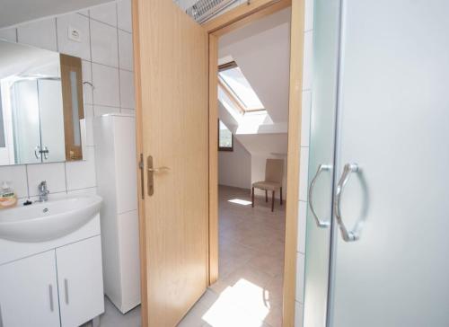 Ett badrum på Apartments Villa Linne
