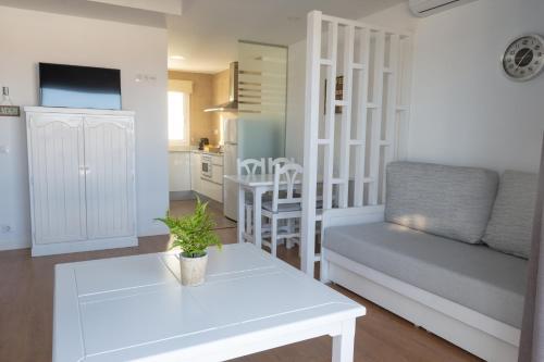 A seating area at Apartamentos Los Naranjos