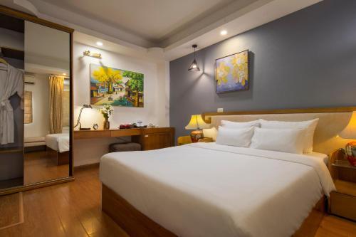 Aquamarine Hotel & Travel