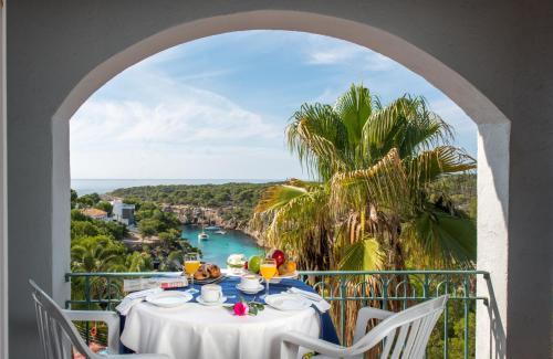 A balcony or terrace at Aparthotel Ona Cala Pi Club