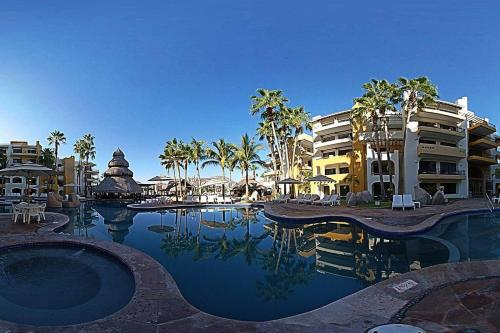 The swimming pool at or near Mesmerising water front 1BR Suite in Cabo SanLucas