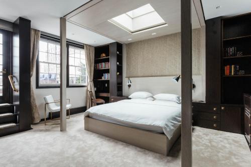 Cama o camas de una habitación en Park Avenue Mansion by onefinestay