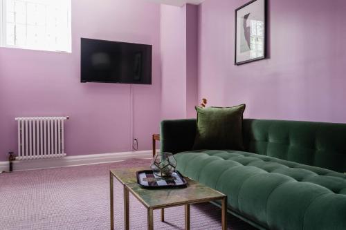 Zona de estar de Park Avenue Mansion by onefinestay